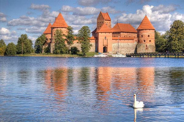 Замок Тракай. Фото Тракай, Литва. Trakai castle photos. Туры в Прибалтику на майские