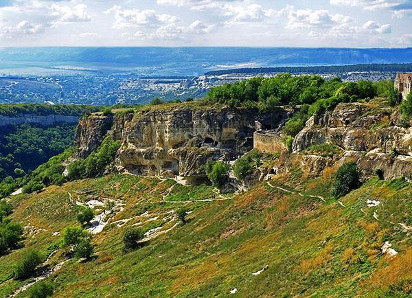 Крым. пещерный город Чуфут-Кале