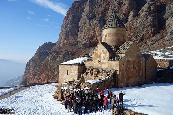 Клуб Иван да Марья монастырь Нораванк Армения зимой